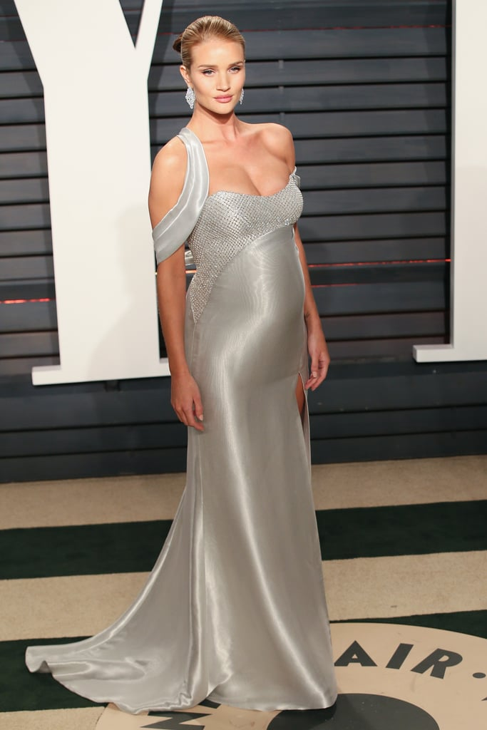 Rosie hit the red carpet at the Vanity Fair Oscars party in a custom Atelier Versace gown. She completed her glamorous ensemble with Gianvito Rossi heels and Nirav Modi jewels.