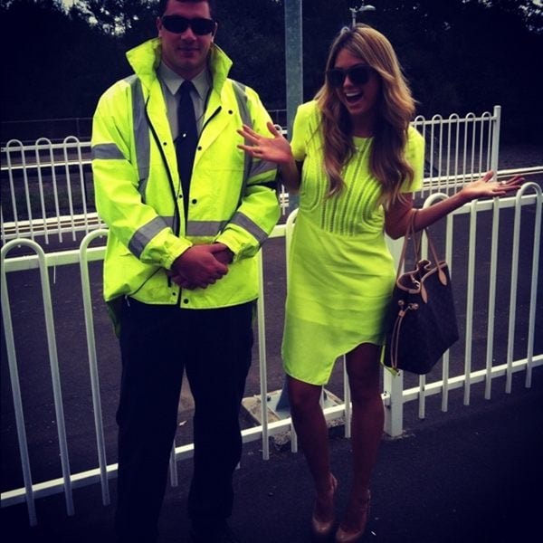 Jesinta Campbell went dark and inconspicuous. Source: Twitter user JesintaCampbell