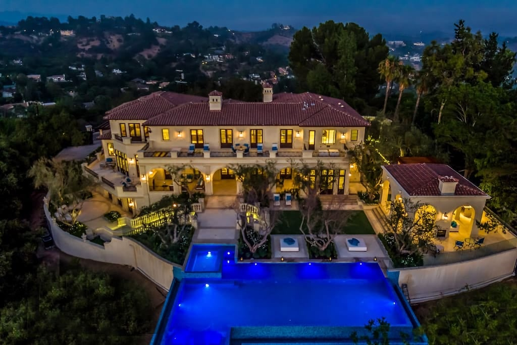 Drake 39 s beverly hills airbnb popsugar home australia for Drake homes