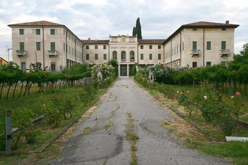 Italian Villa Brad Pitt And Angelina Jolie S Real Estate