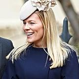 أوتم فيليبس بقبّعة رماديّة فاتحة من إميلي لندن ارتدتها في زيارتها للكنيسة بمناسبة عيد الفصح عام 2015.