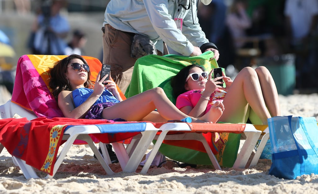 Sarah Hyland and Ariel Winter got some Vitamin D on the brightest beach chairs while shooting at Bondi Beach on Feb. 21.