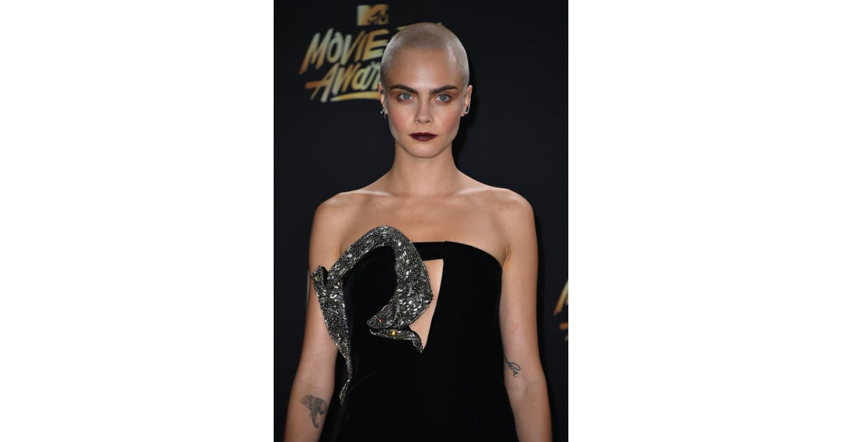 Cara Delevingne Celebrity Hair And Makeup At 2017 Mtv