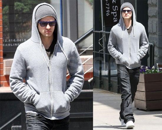 Justin Strolls Through NYC