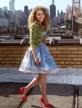 See First Picture of AnnaSophia Robb as Carrie Bradshaw in The Carrie Diaries TV Show