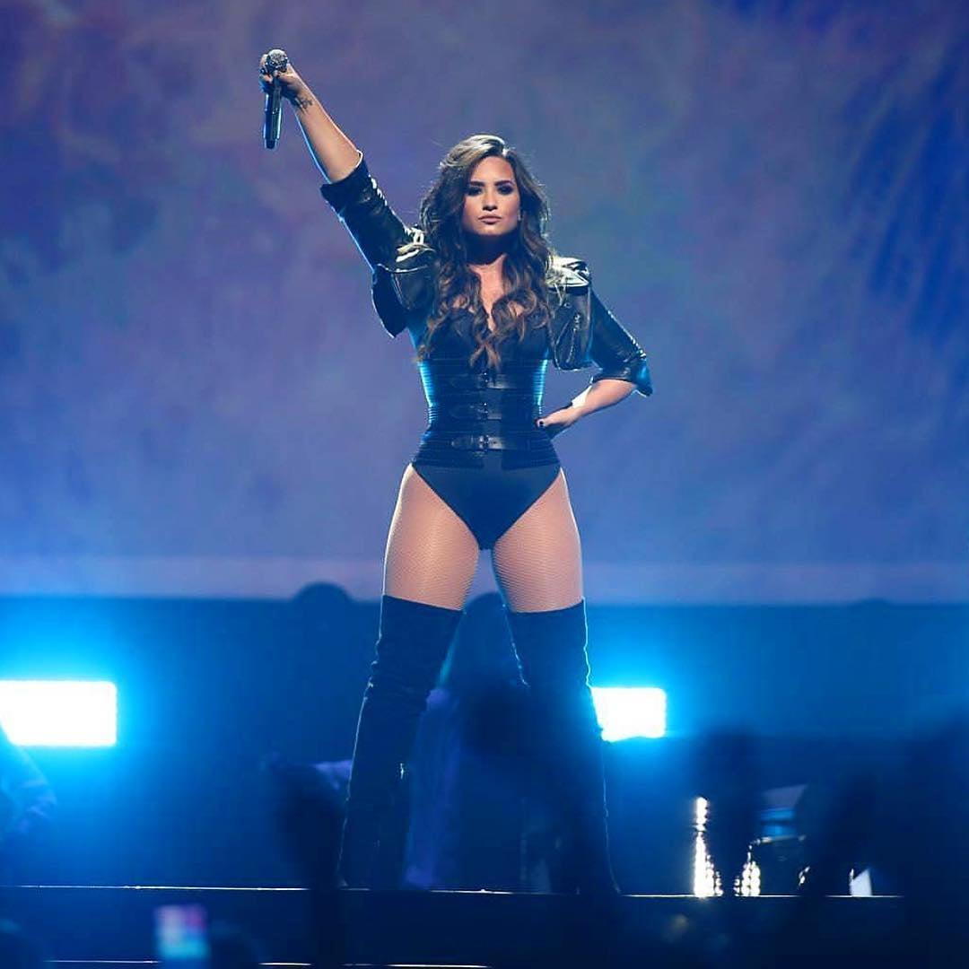 Demi Lovato to 'Headline Dubai's RedFest DXB' February 2017   POPSUGAR ...