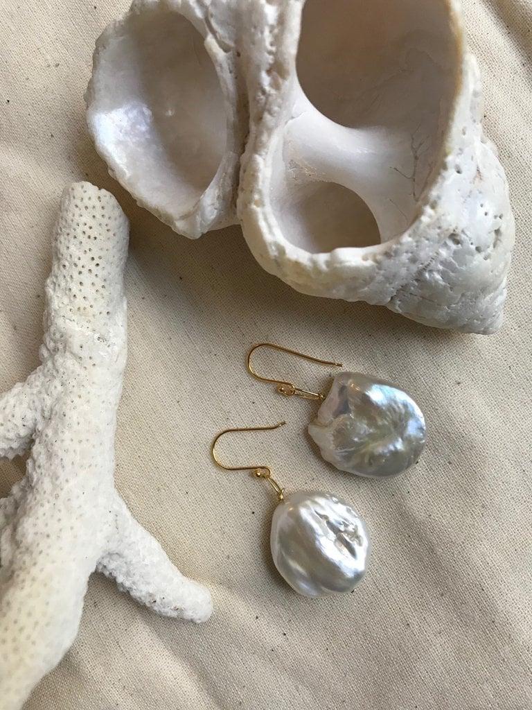 Albus Lumen Blandiri Flat Pearl EarringsAlbus Lumen Blandiri Flat Pearl Earrings ($150)