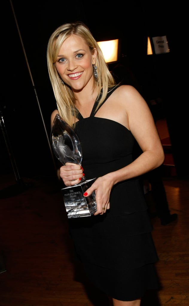 Reese Witherspoon posed with her statue in 2009.
