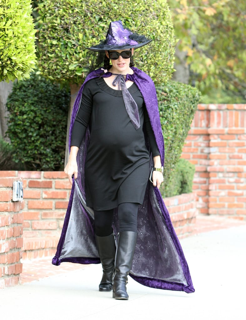 Pregnant Jennifer Garner in a Halloween costume.
