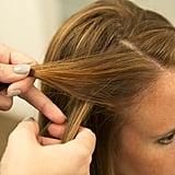 قاطعي الخصلة الخارجية الأقرب لخط شعركِ مع الخصلة الأخرى بحيث تبتعد عن وجهكِ.