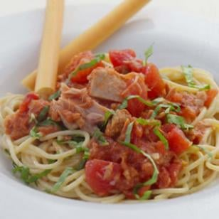 Fast and Easy Recipe For Pasta With Tuna and Tomatoes
