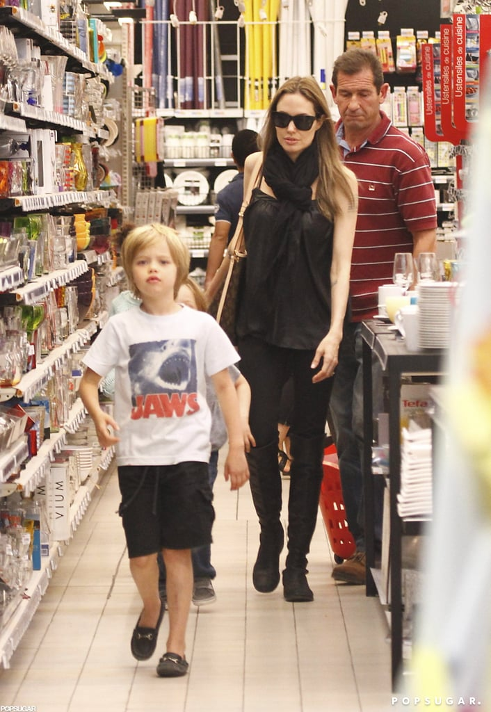 Angelina Jolie went shopping with Shiloh.