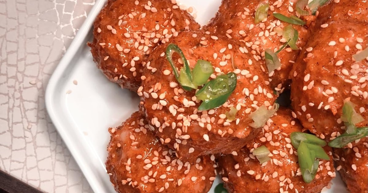 These Honey-Sriracha-Glazed Chicken Meatballs Are the Perfect Holiday Appetizer