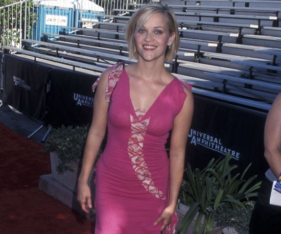 Reese Witherspoon went solo to the show in 2001.