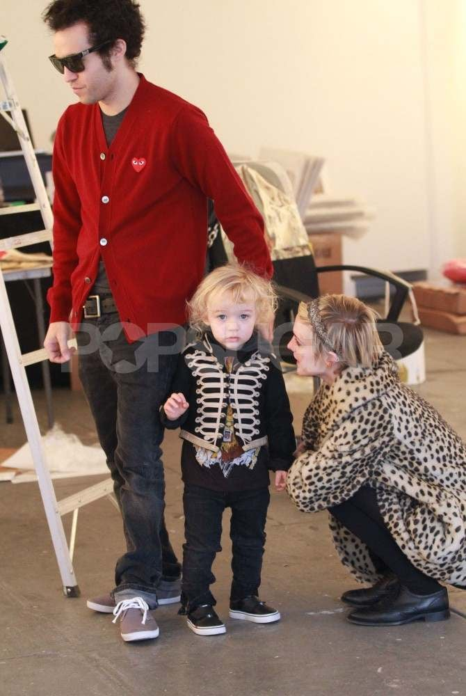 Ashlee Simpson and Pete Wentz Take Adorable Bronx on an Art Run