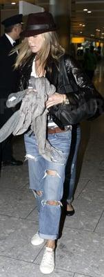 Travel Style: Jennifer Aniston