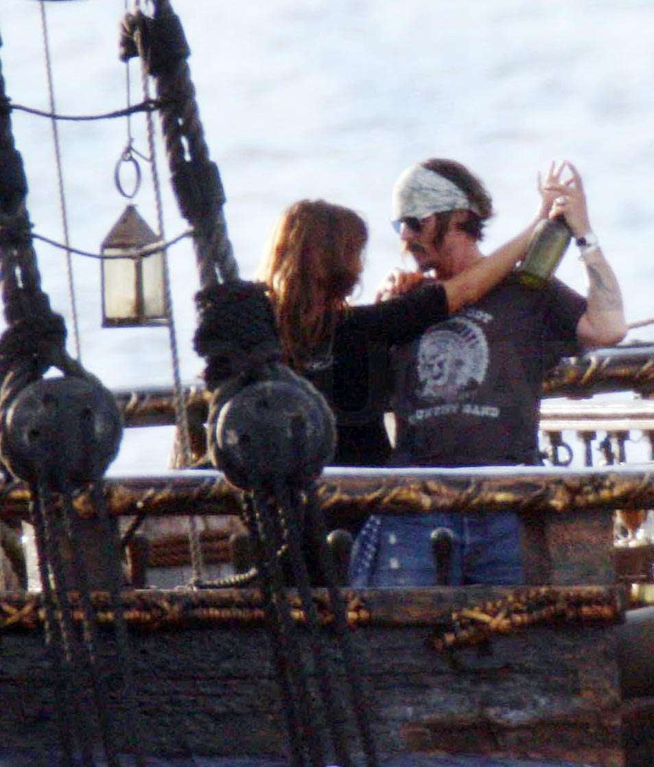 pictures of johnny depp and penelope cruz in hawaii