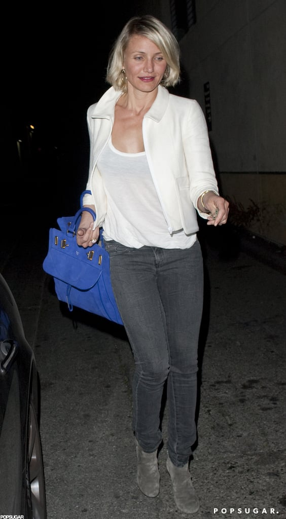 Cameron Diaz toted a bright blue bag.