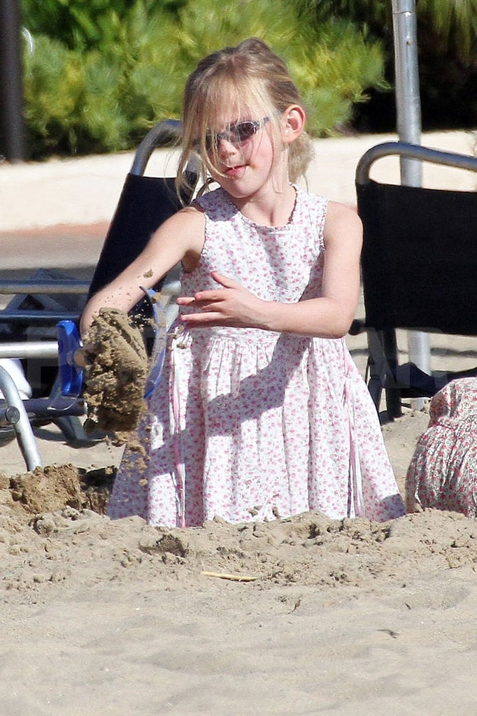 Violet Affleck played at the beach.