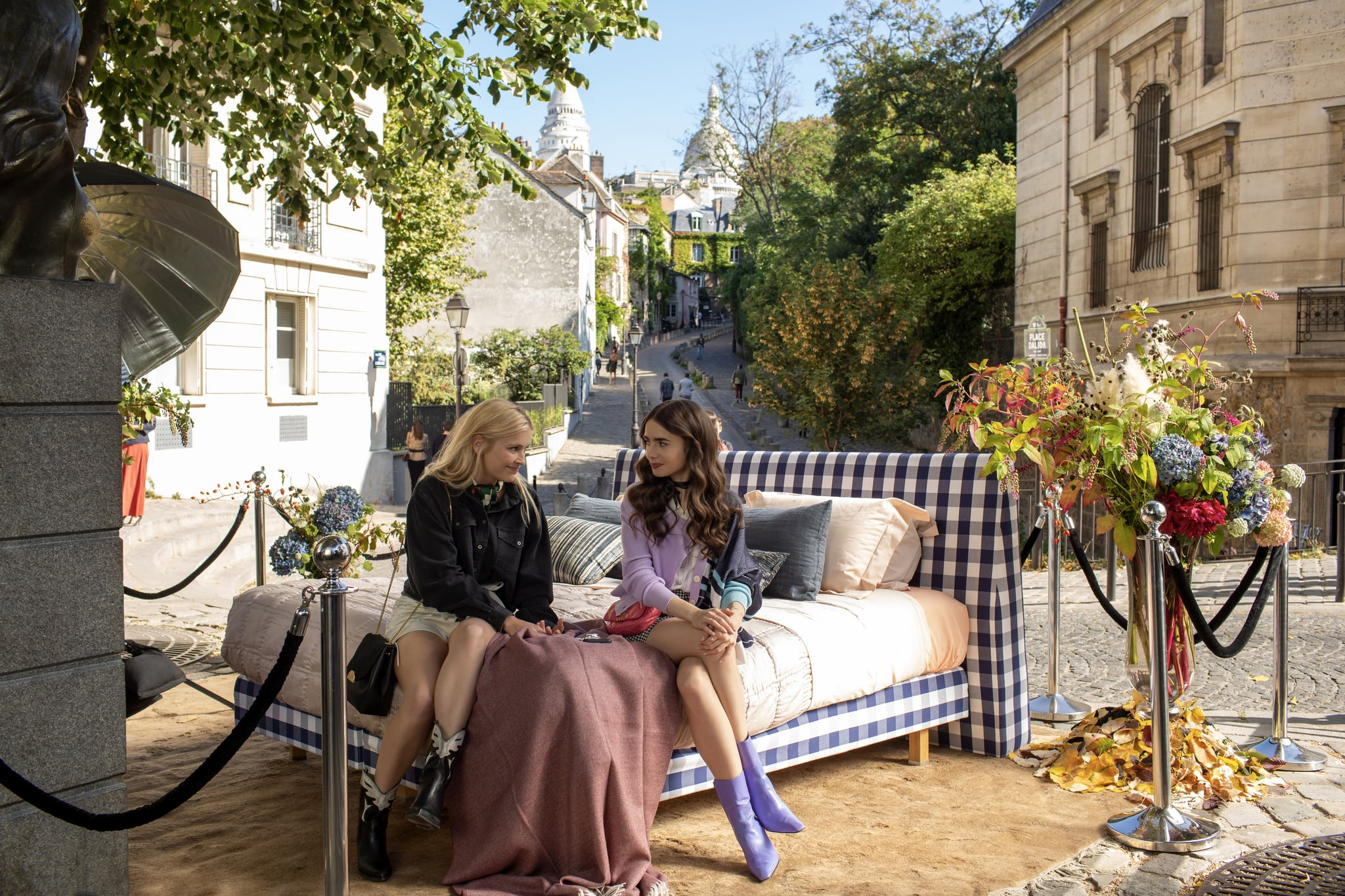 EMILY IN PARIS (L to R) CAMILLE RAZAT as CAMILLE and LILY COLLINS as EMILY in episode 105 of EMILY IN PARIS Cr. CAROLE BETHUEL / NETFLIX 2020