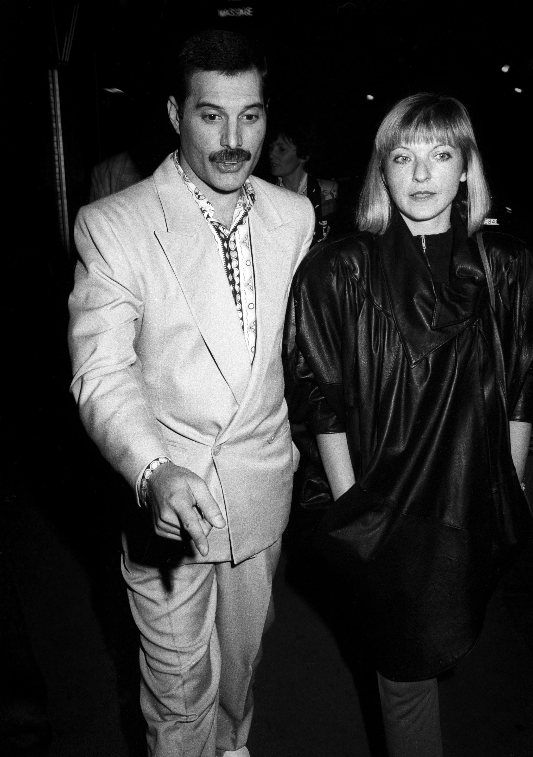 LONDON, UNITED KINGDOM - CIRCA 1988: Freddie Mercury with girlfriend Mary Austin on circa 1988 in London, England. (Photo by Tom Wargacki/WireImage)