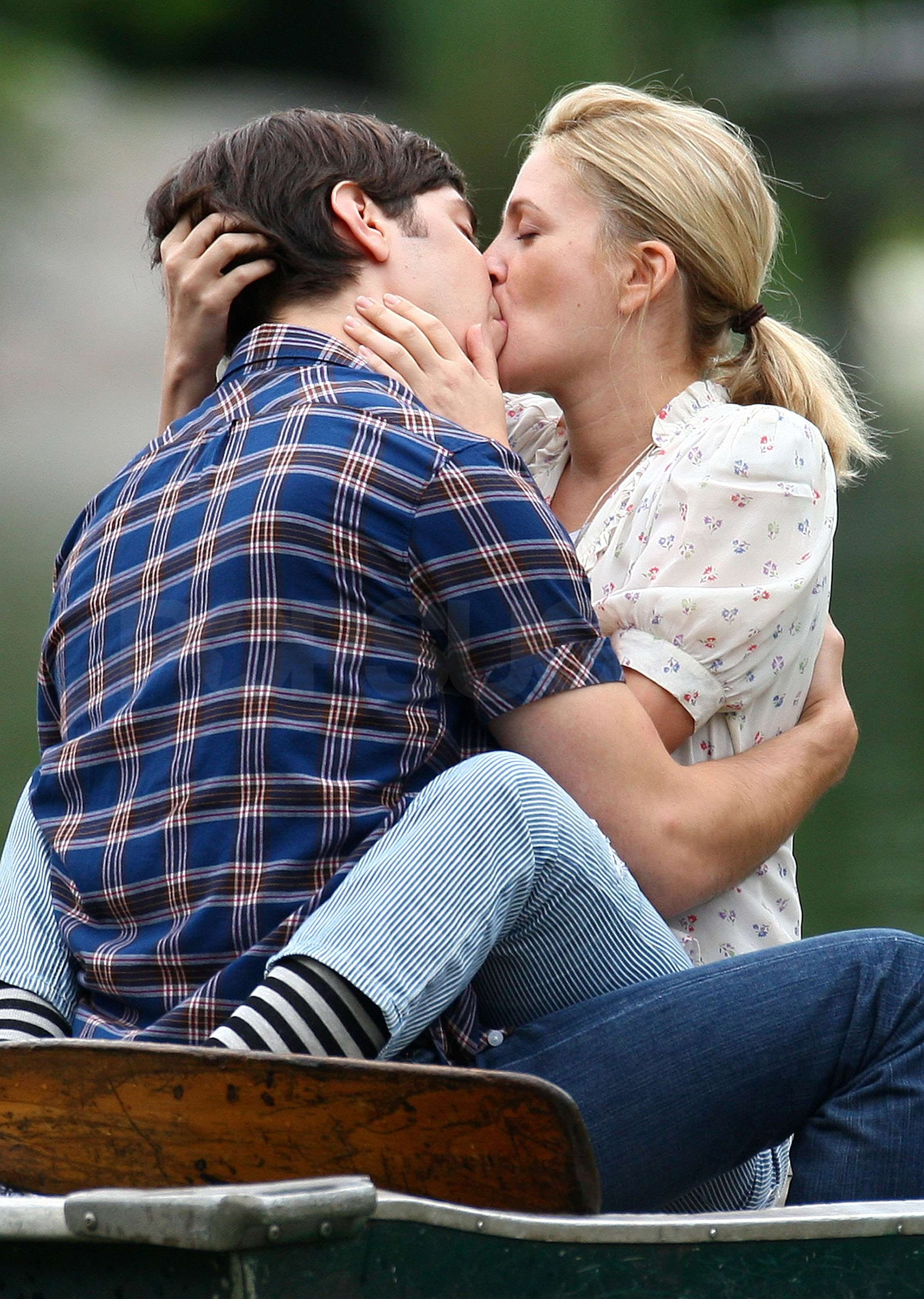 Photos Of Drew Barrymore And Justin Long Making Out On The