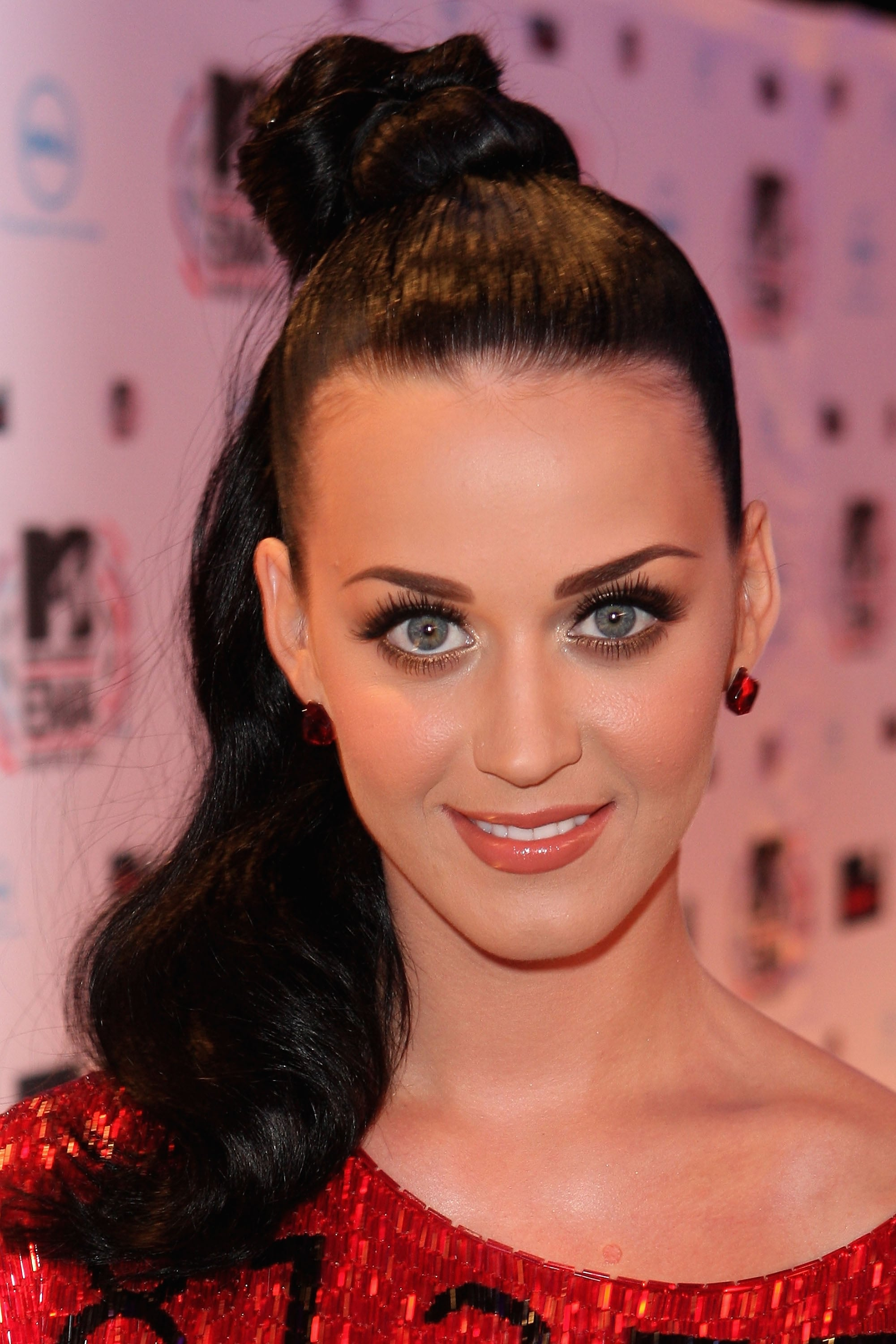 Red Carpet At Mtv Emas 2010 Including Katy Perry Shakira