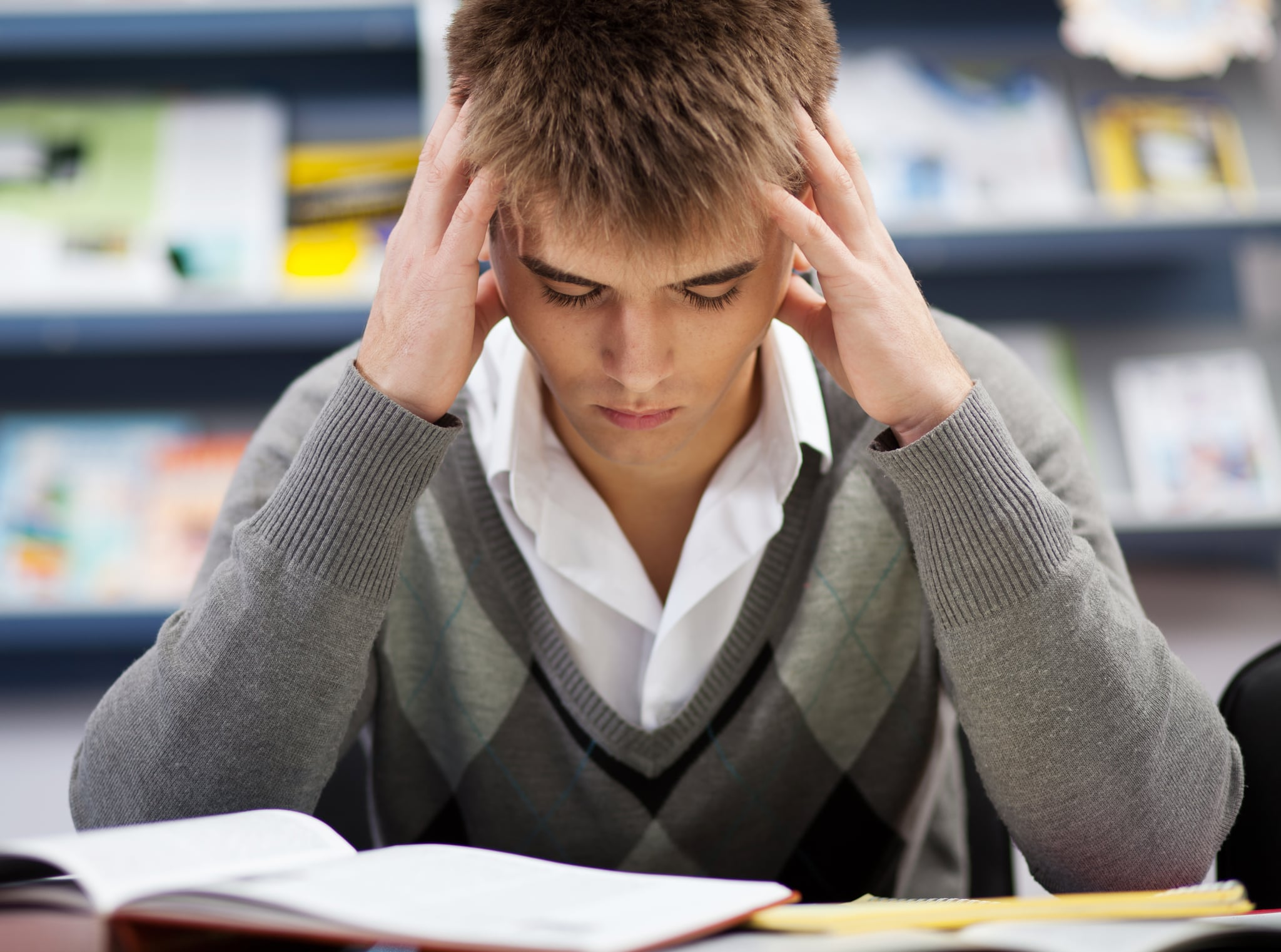 teen stress Teenage years can be a time of extreme stress in this article we will review causes of teen stress, warning signs of teen stress, physical signs of teen stress, mental signs of teen stress.