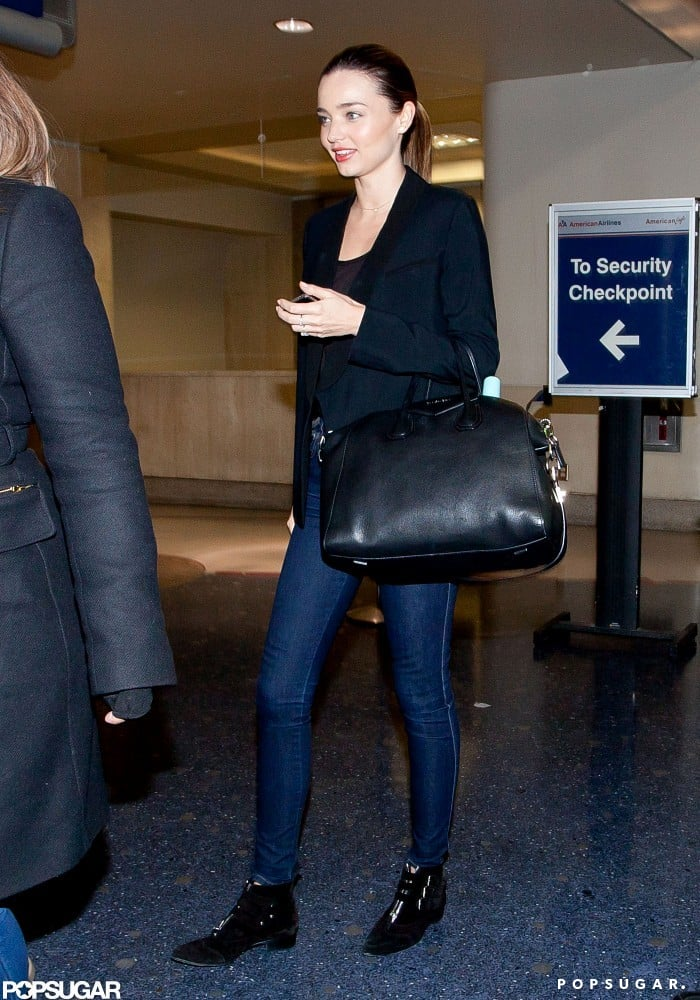 Miranda Kerr wore high-waisted blue jeans.