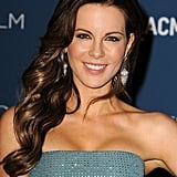 Kate Beckinsale was glowing with her brunette strands swept to one side. The keys to her makeup look were the heavily lined eyes and the rosy flush on her cheeks.