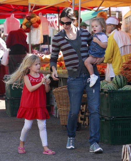 Jennifer Garner Takes Her Daughters To The Pacific Palisades Farmer's Market