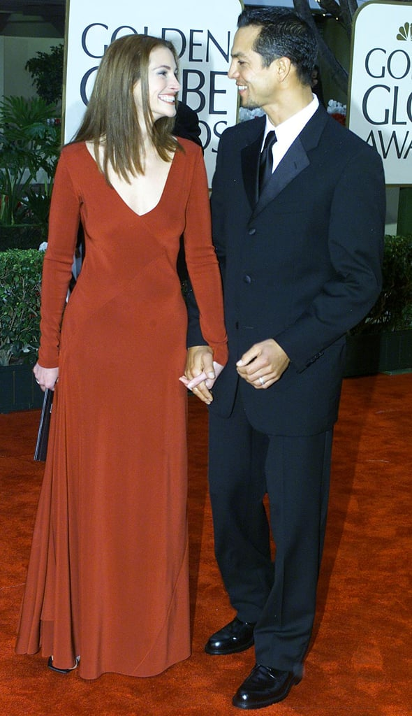Julia wore a scarlet, long-sleeved gown that was nothing short of romantic at the Golden Globe Awards in 2000.