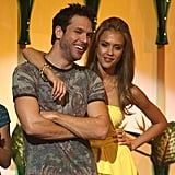 Dane Cook and Jessica Alba cozied up on stage in 2007.