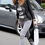 Showing us how to wear a logo tee without looking twee, Kate stuck to washed-out greyscale shades in her acid-washed, skinny grey jeans and Mickey Mouse tee.