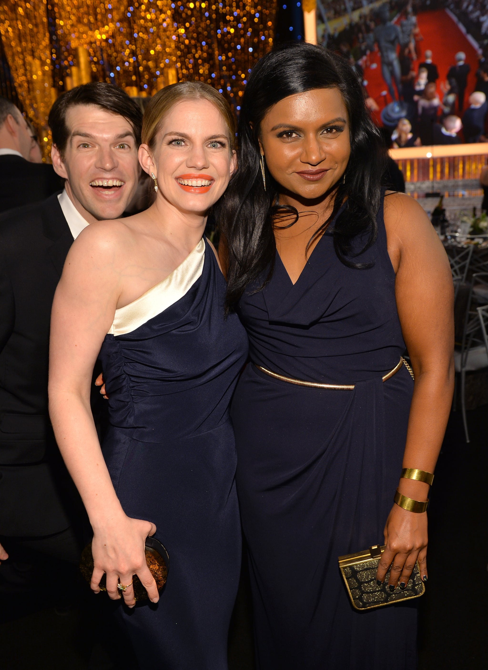 Mindy Kaling and Anna Chlumsky got photobombed by Timothy Simons during the SAGs.