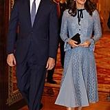 في أكتوبر 2017 وأثناء جولتها خلال اليوم العالميّ للصحّة النفسيّة، ارتدت كيت ميدلتون ثوب دانتيل من علامة تمبرلي لندن. وحملت حينها حقيبة كلتش سوداء من علامة مالبري.