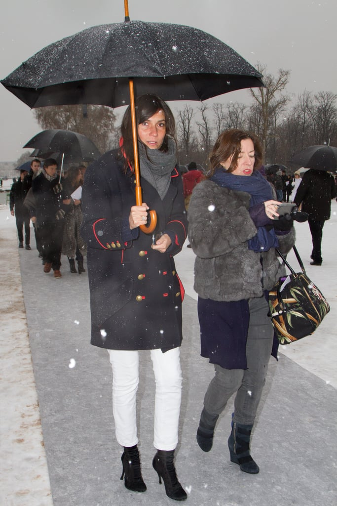 The chill did not stop Emmanuelle Alt from busting out her favourite white jeans. Up top she bundled up in a military-inspired coat and a grey scarf.
