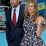 Jason Sudeikis and Jennifer Aniston stayed close on the red carpet.