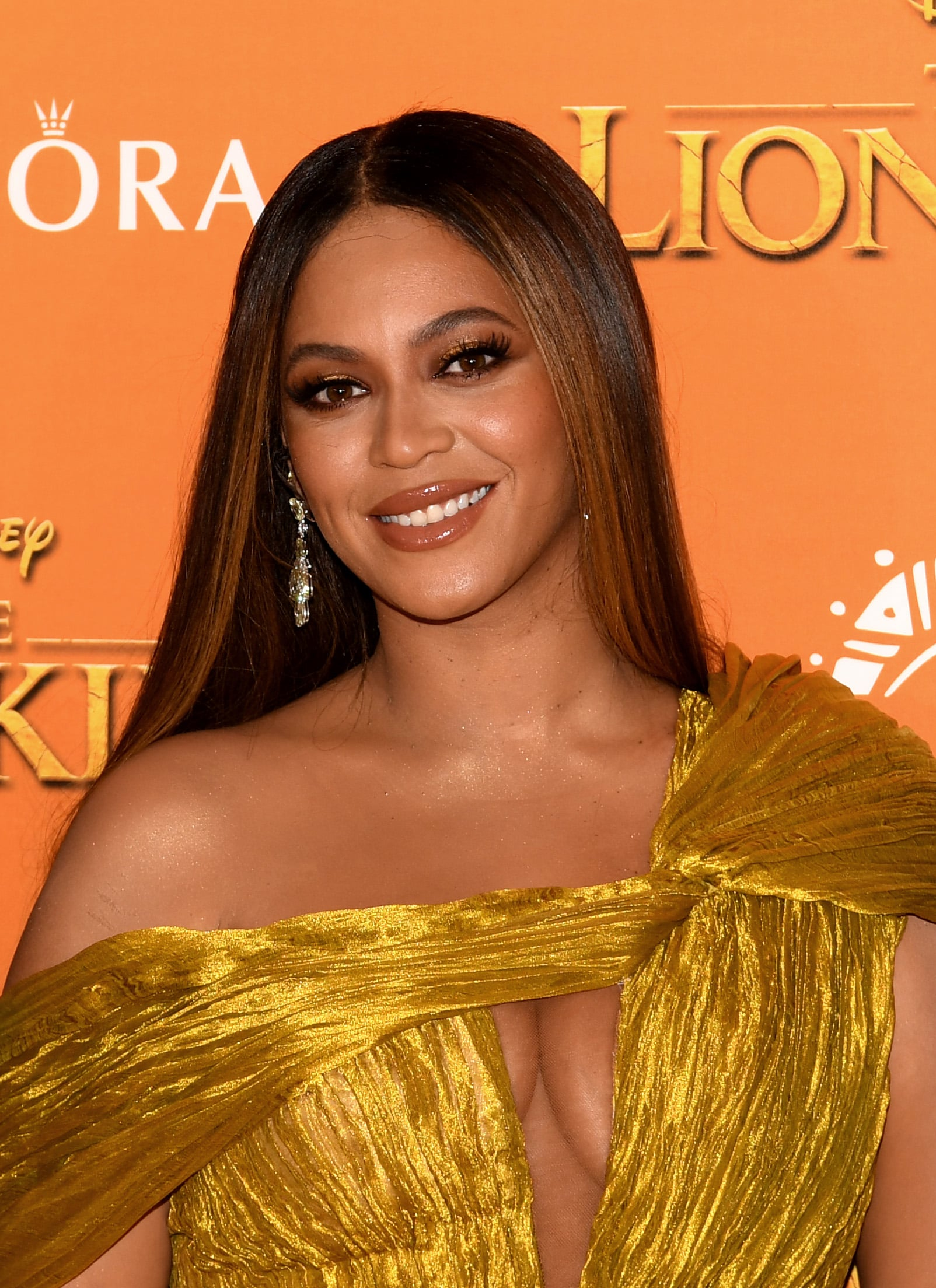 Beyonce S Gold Makeup Look At The Lion King Popsugar Beauty Uk