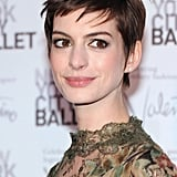 At the New York City Ballet Fall gala, Anne was still growing out her short bangs. Piecey texture is a great way to disguise in-between lengths.