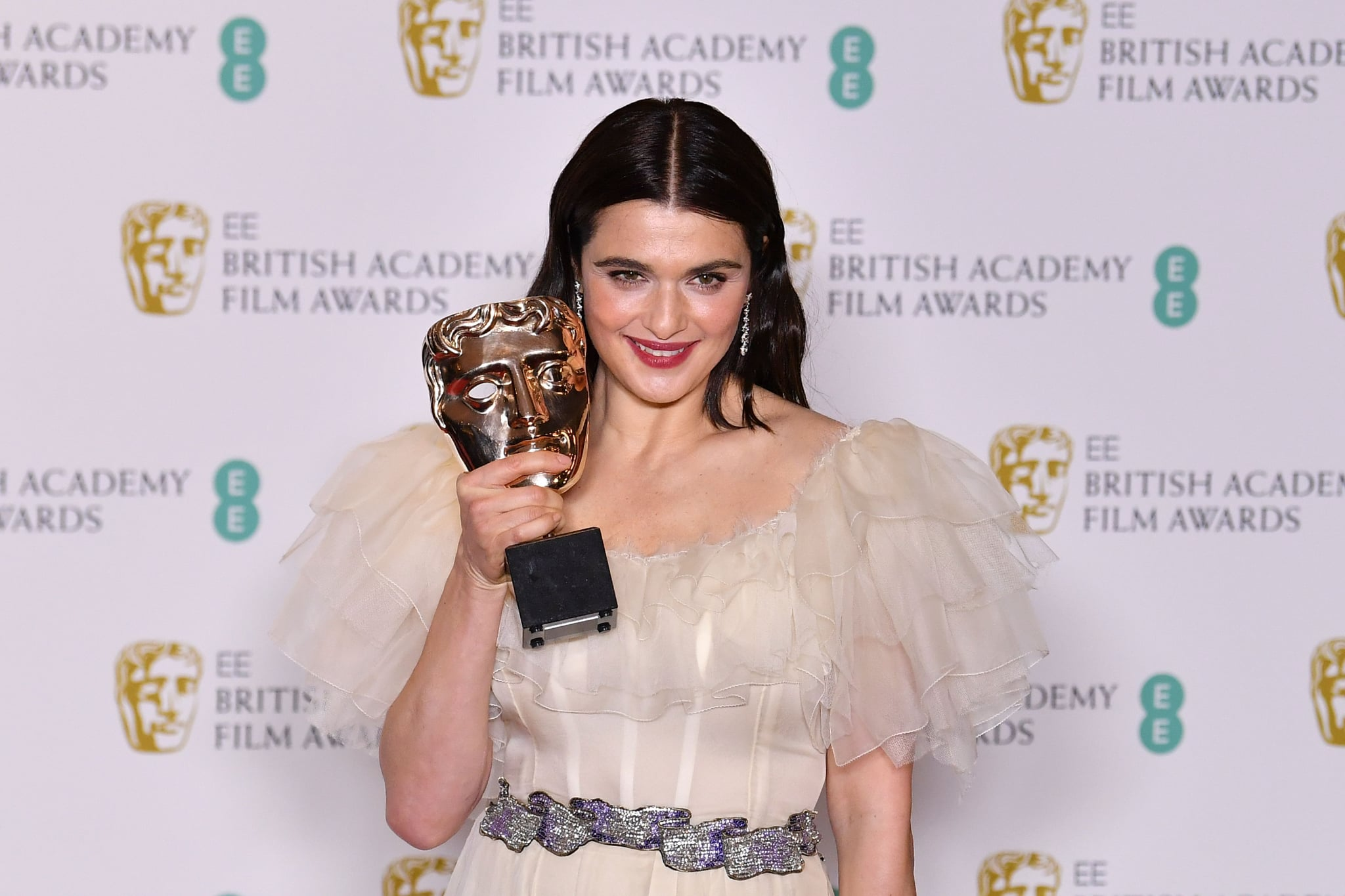 British actress Rachel Weisz poses with the award for a Supporting Actress for her work on the film 'The Favourite' at the BAFTA British Academy Film Awards at the Royal Albert Hall in London on February 10, 2019. (Photo by Ben STANSALL / AFP)        (Photo credit should read BEN STANSALL/AFP/Getty Images)