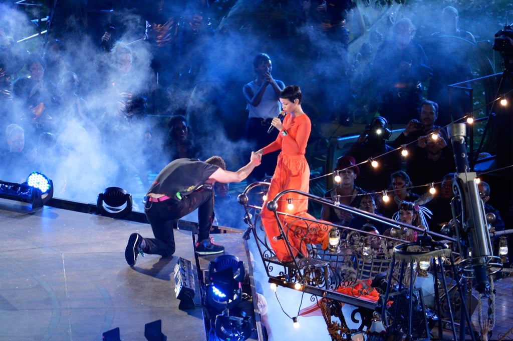 Chris Martin knelt in front of Rihanna on stage.
