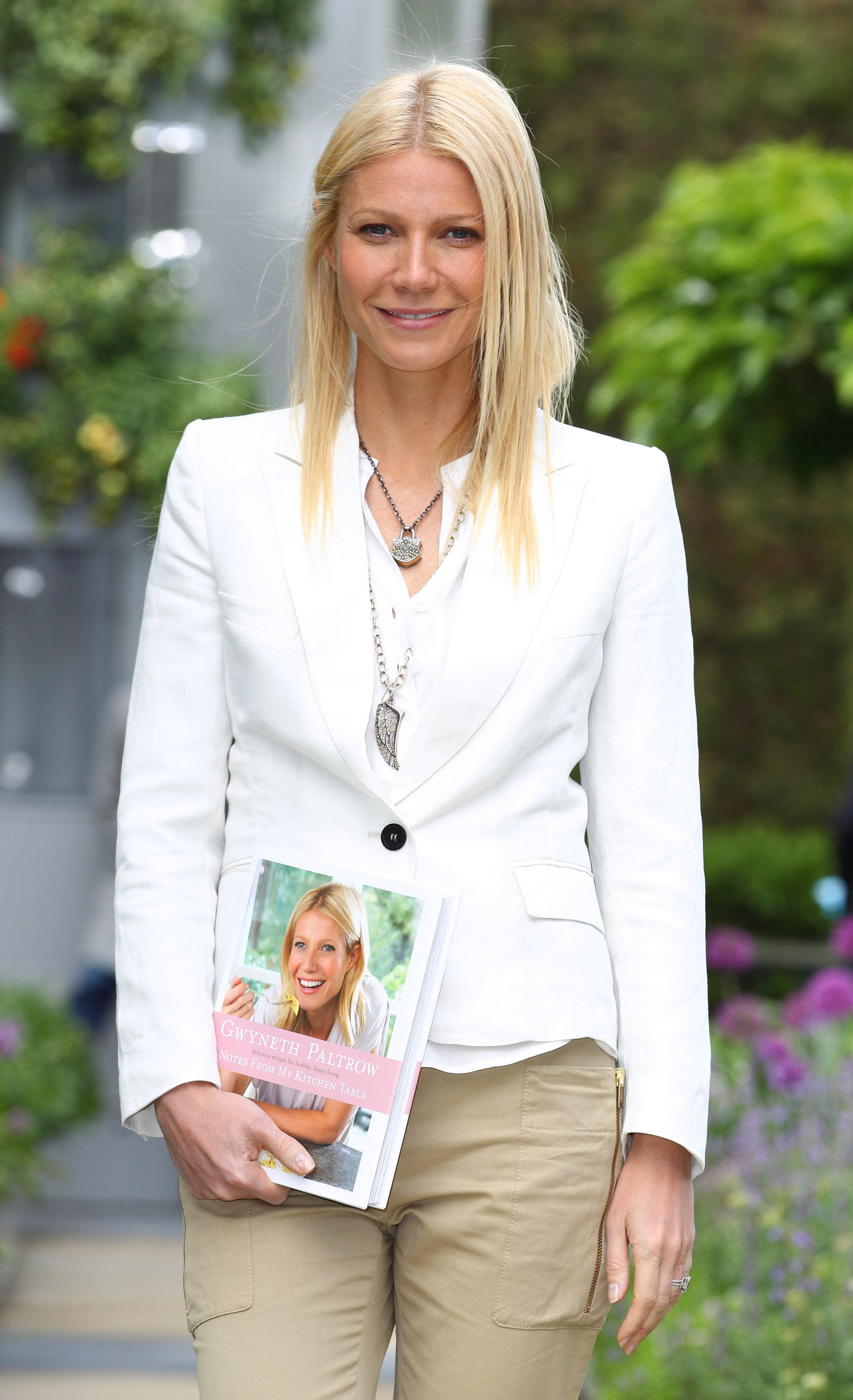 Celebrity Entertainment Gwyneth Paltrow Shares Notes From Her Kitchen Table At The Chelsea Flower Show Popsugar Celebrity Photo 9