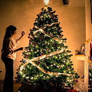 Psychologists Confirm People Who Decorate For Christmas Early Are Happier, So Now You Have Justification