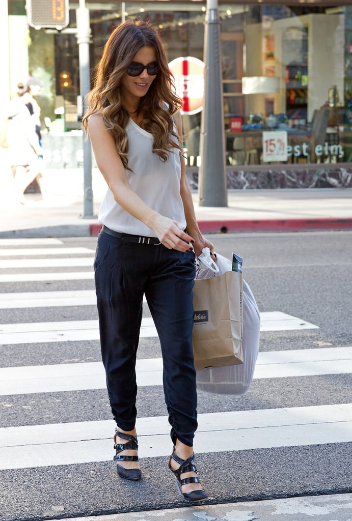 Throw a blazer over this getup, and Kate could be headed to the office! Belted navy pants showed off strappy heels, and a simple white tank finished it off without stealing any attention.