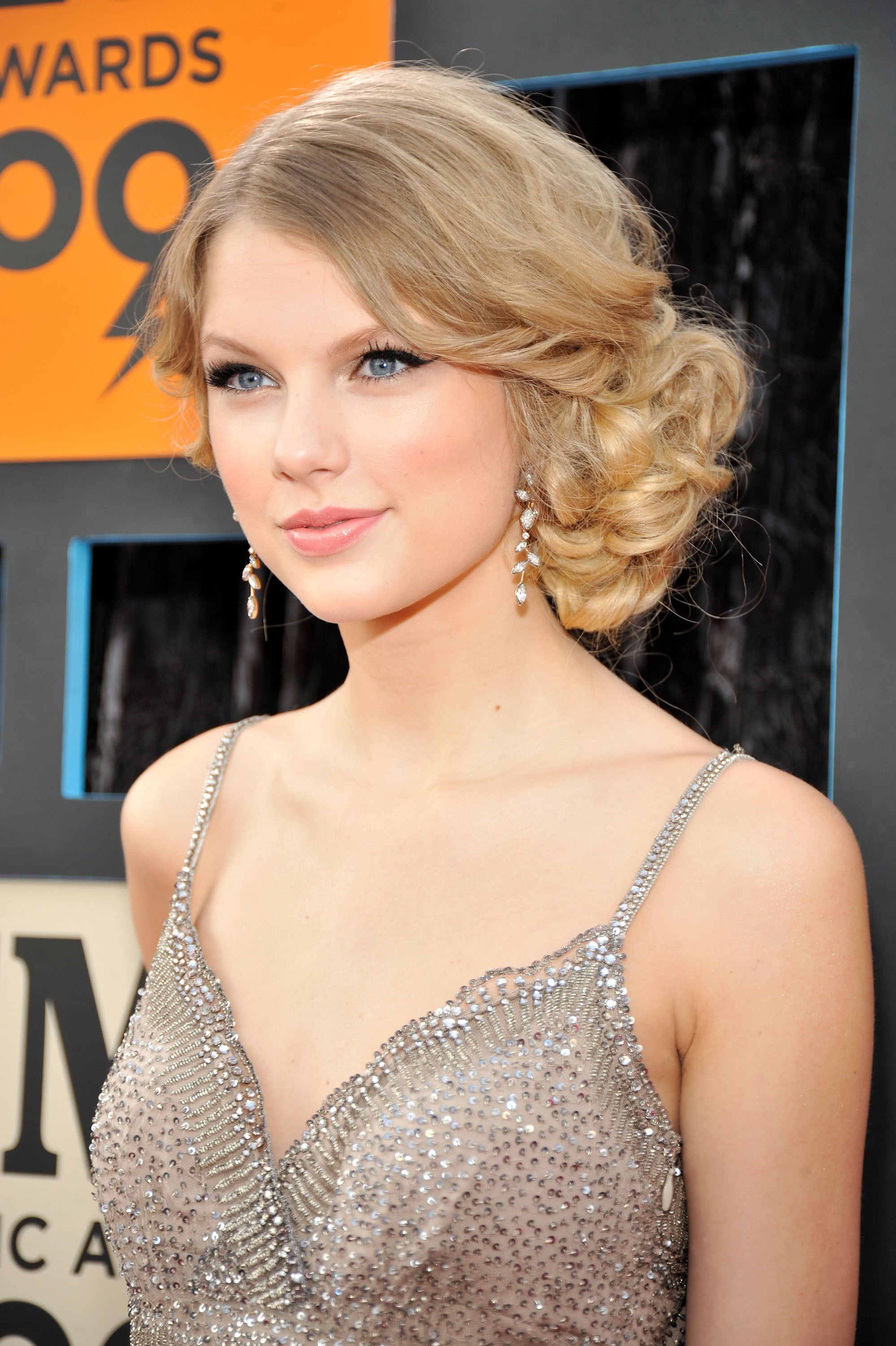 Taylor Swift In 2009 15 Of The All Time Best Hair Looks From The Cmt Music Awards Popsugar Beauty Photo 3