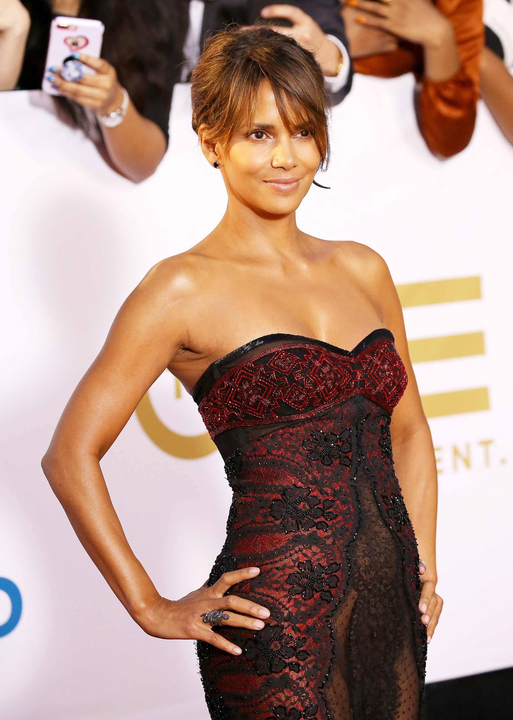 PASADENA, CA - JANUARY 15:  Halle Berry arrives to the 49th NAACP Image Awards held at Pasadena Civic Auditorium on January 15, 2018 in Pasadena, California.  (Photo by Michael Tran/FilmMagic)