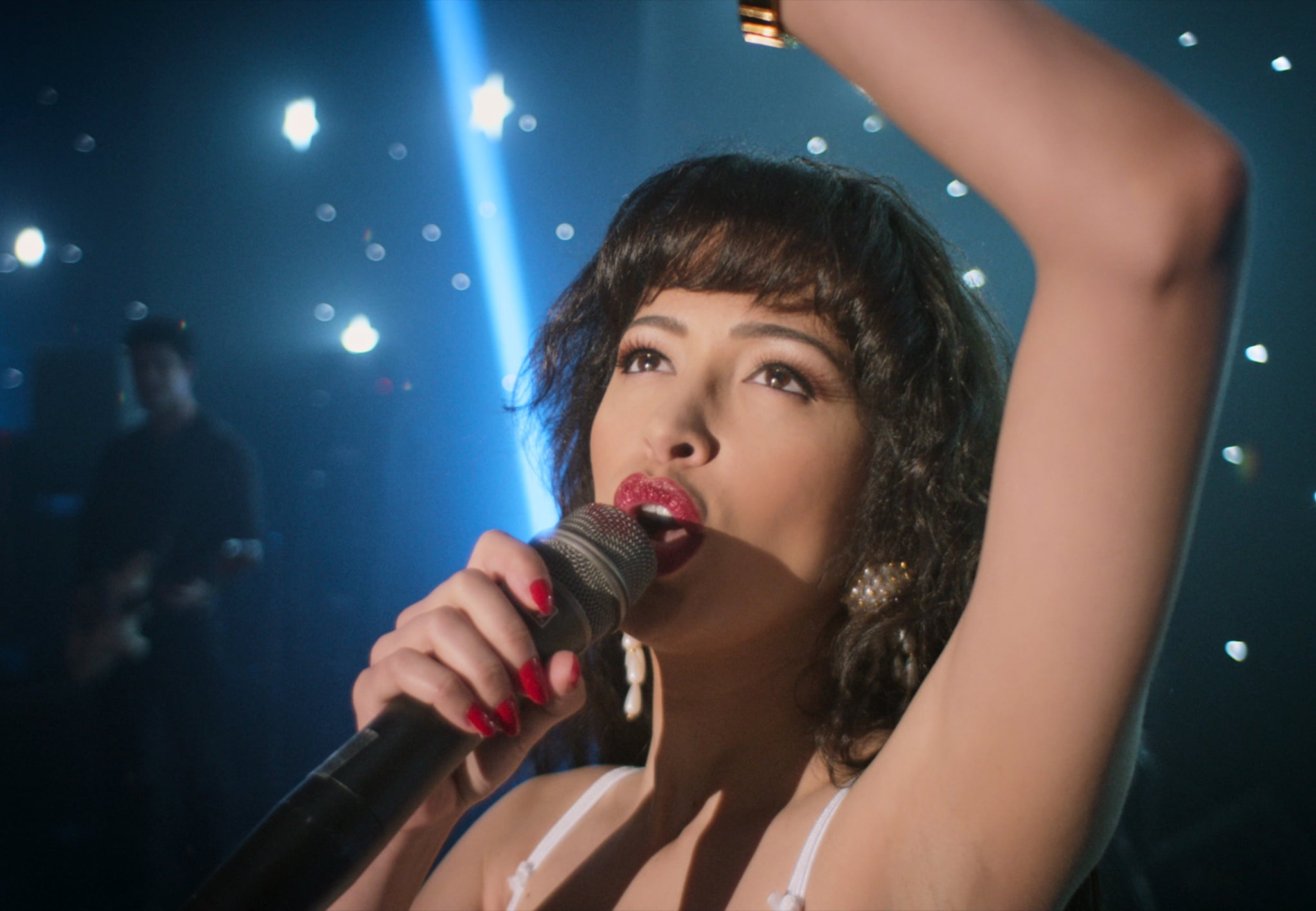 SELENA THE SERIES (L to R) CHRISTIAN SERRATOS as SELENA QUINTANILLA in Trailer of SELENA THE SERIES Cr. NETFLIX © 2020