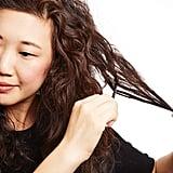 كيفيّة منح الشعر نفشة أكبر بعود الأكل