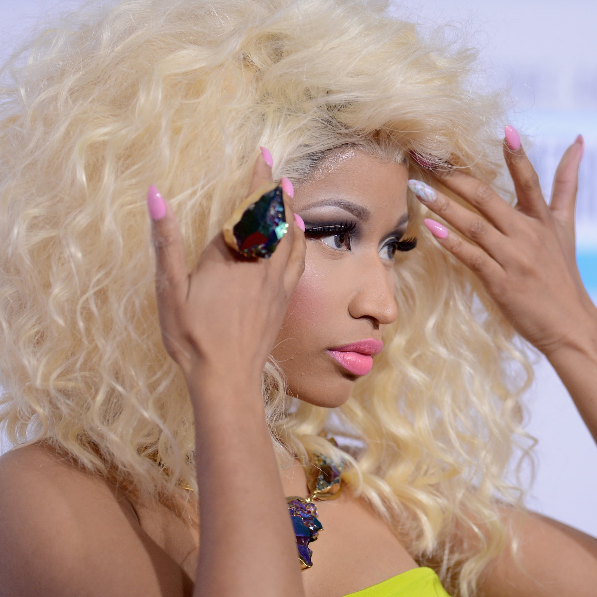 Nicki Minaj   Pictures of Celebrity Manicures at the 2012 AMAs ...